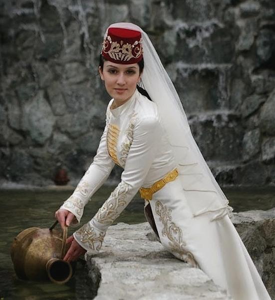 「caucasus costumes」の画像検索結果