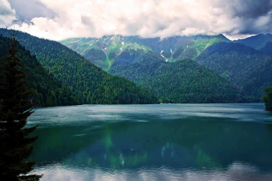 Lake Ritsa, Abkhazia/ Georgia | North Caucasus Land