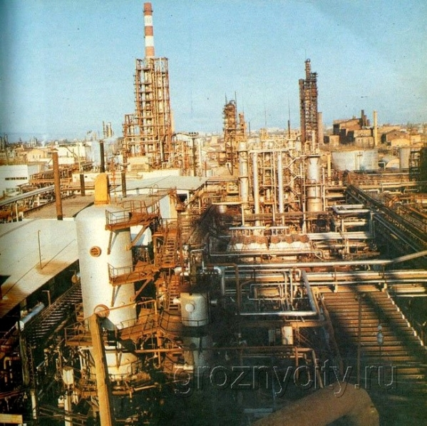 One of the 1.500 oil refineries of Grozny, Chechnya (picture from 1970's)