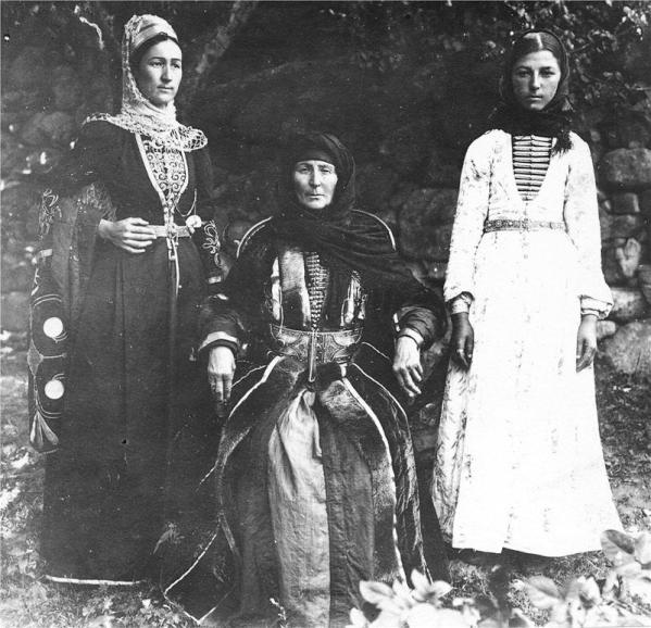 Balkar women of Kyunlyum